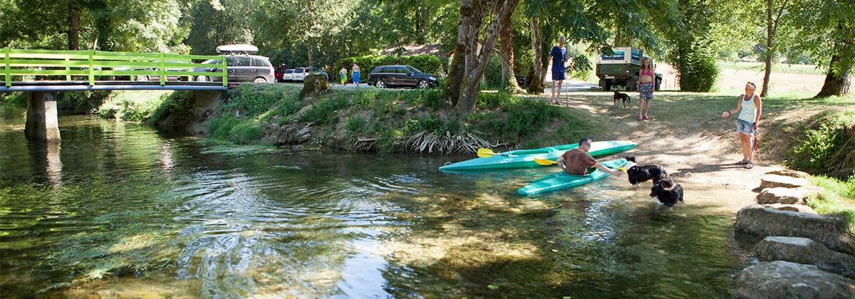 Camping en bord de rivière en Dordogne