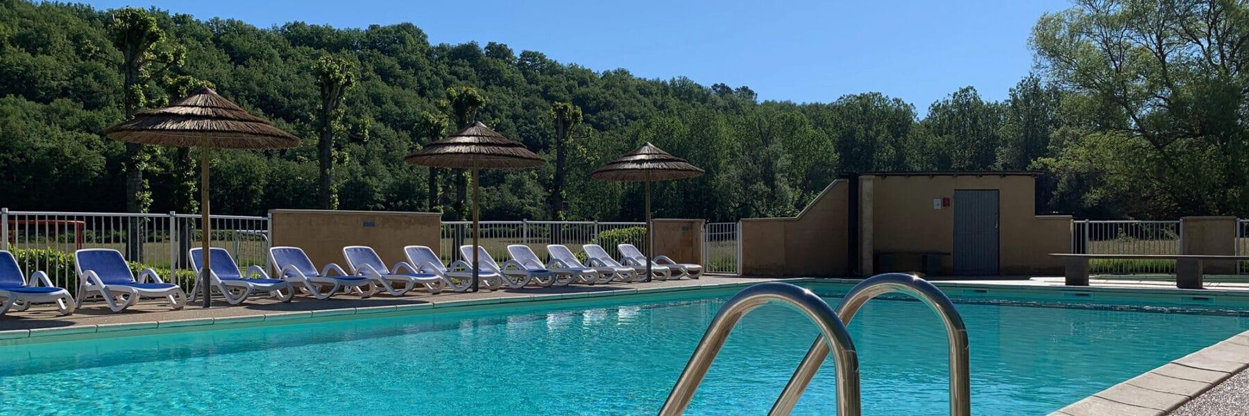 La piscine chauffée du camping en Périgord