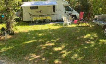 emplacements camping car pres de sarlat camping dordogne le douzou